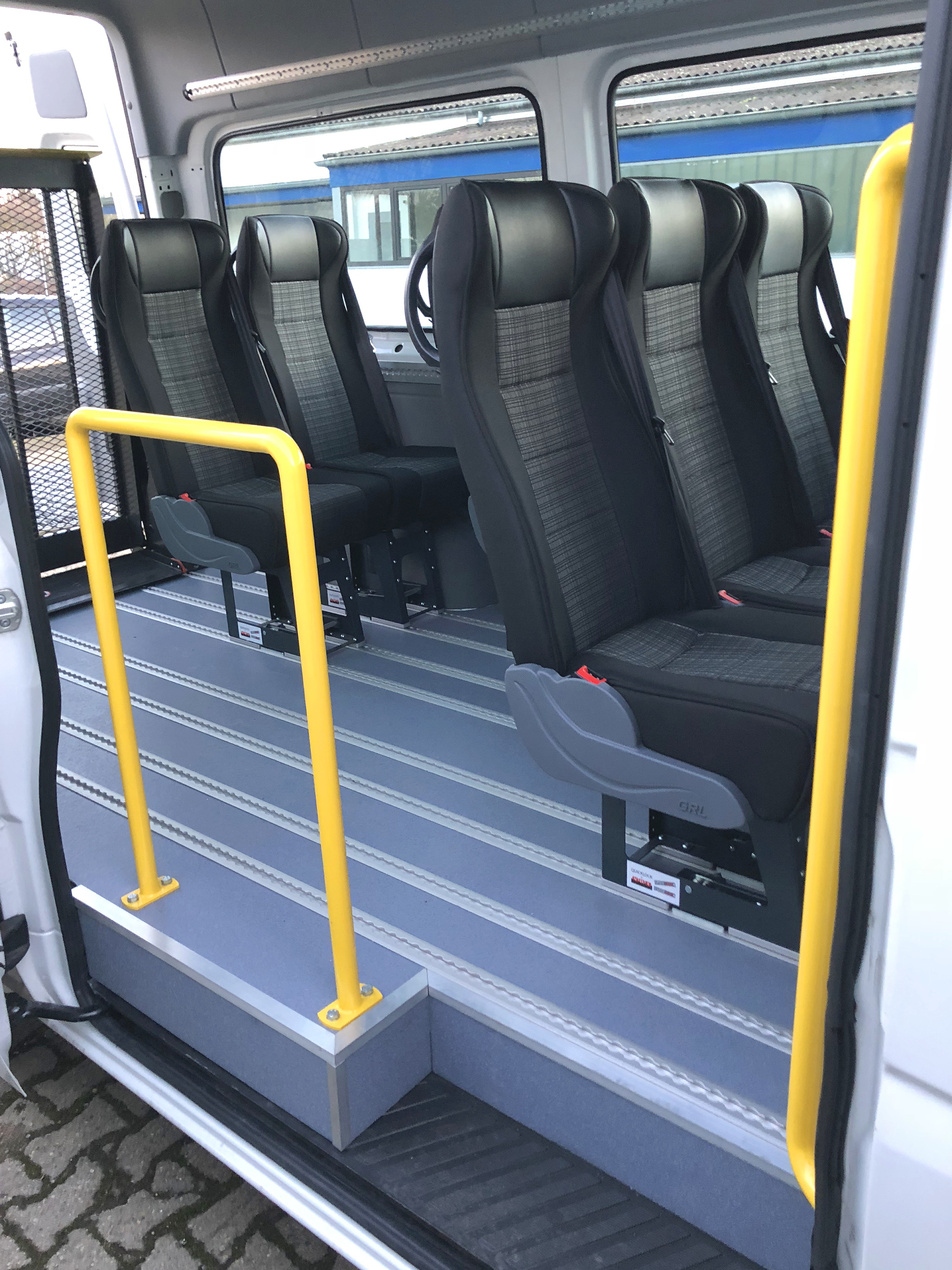 mb sprinter 9 sitzer minibus autovermietung nrw. Black Bedroom Furniture Sets. Home Design Ideas